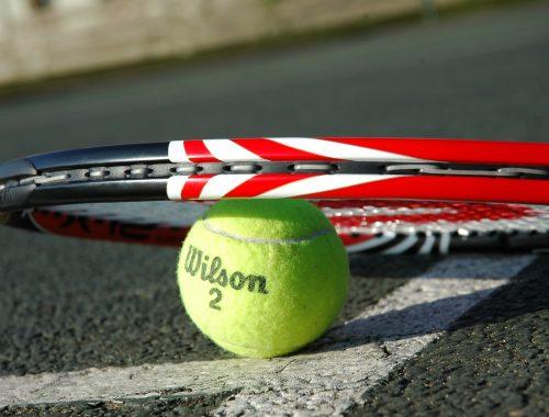 tennis-racket-2259356_1920
